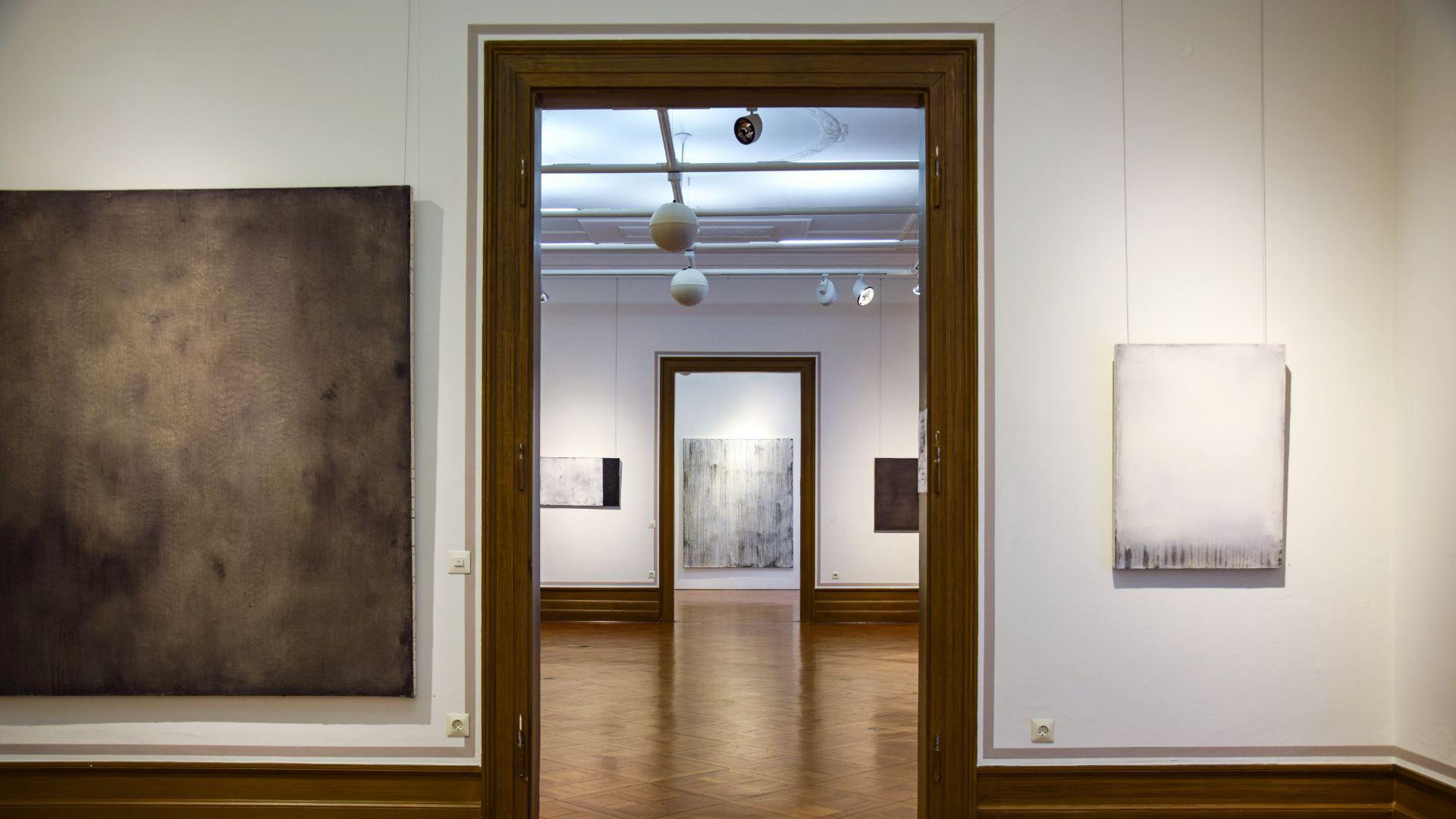 Blick in die Ausstellung vom rechten Raum aus